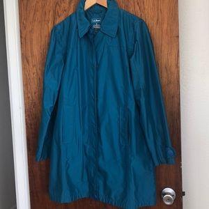 LL Bean teal blue raincoat w/ pockets/back pleat